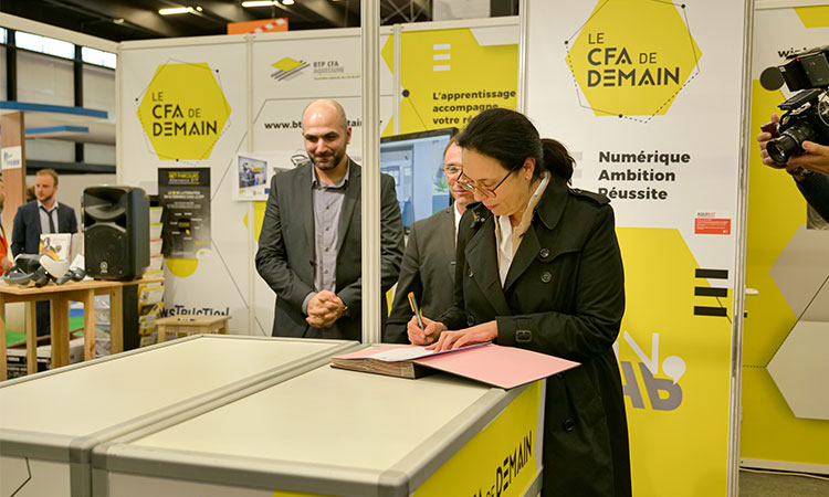 Signature du Groupe Cassous au Salon Aquibat